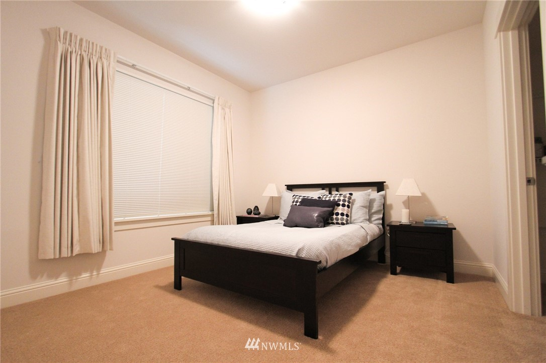 Sold Property | 18707 SE Newport Way #307 Issaquah, WA 98027 15