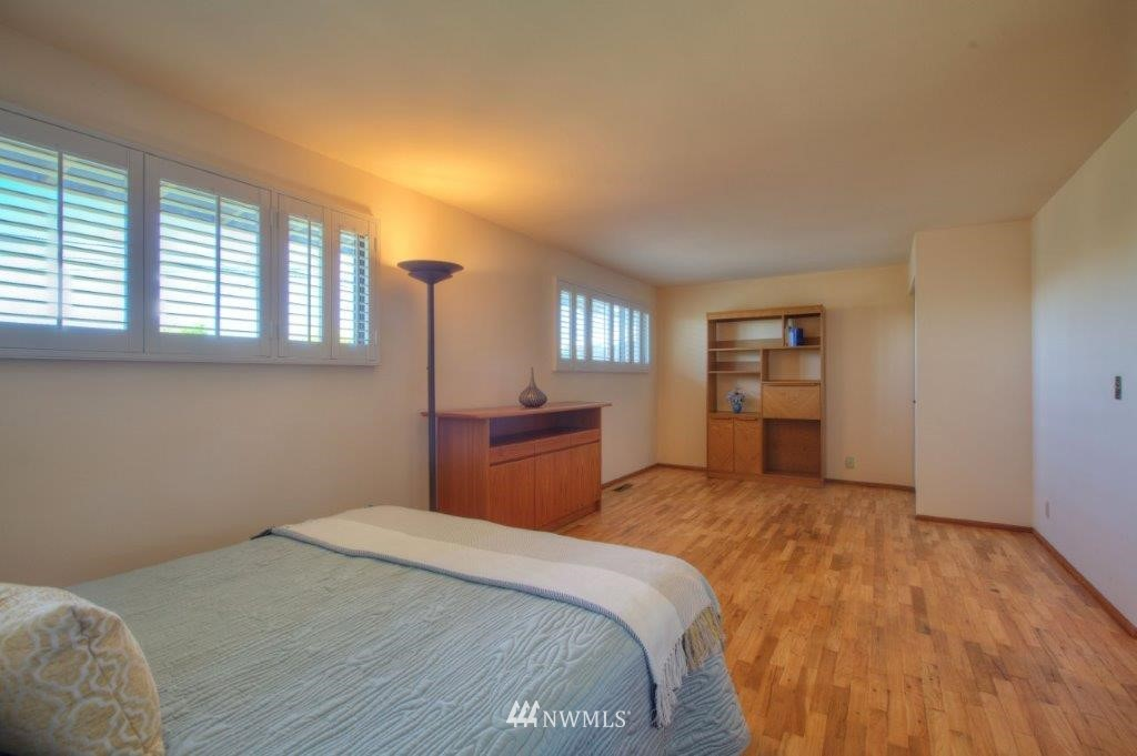 Sold Property   8649 21st Avenue NW Seattle, WA 98117 10