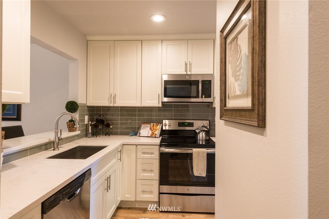 Sold Property | 17001 Inglewood Road NE #M212 Kenmore, WA 98028 2
