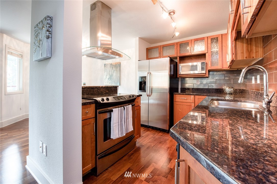 Sold Property | 11052 NE 33rd Place #A4 Bellevue, WA 98004 8