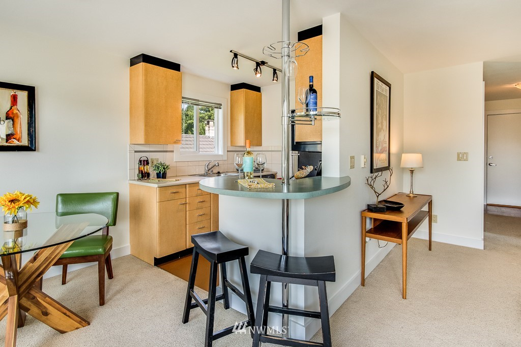 Sold Property | 4310 Dayton Avenue N ##302 Seattle, WA 98103 5