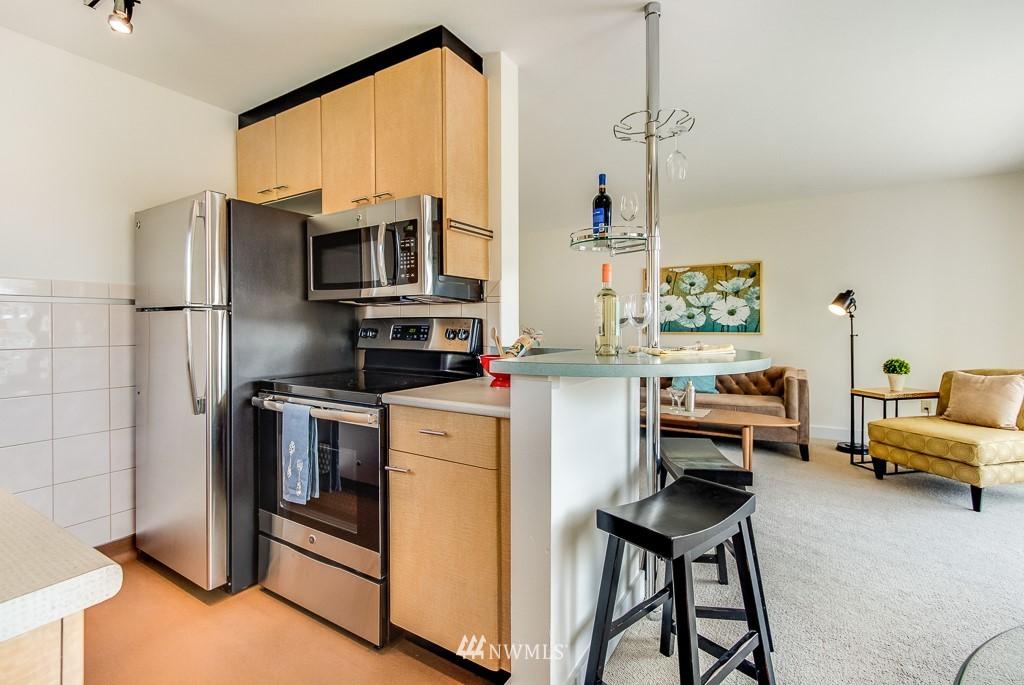 Sold Property | 4310 Dayton Avenue N ##302 Seattle, WA 98103 8