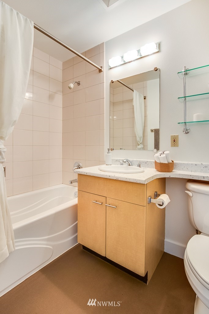 Sold Property | 4310 Dayton Avenue N ##302 Seattle, WA 98103 11