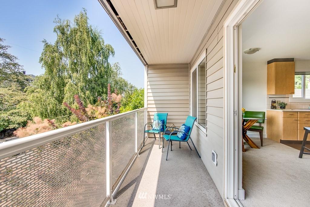 Sold Property | 4310 Dayton Avenue N ##302 Seattle, WA 98103 12