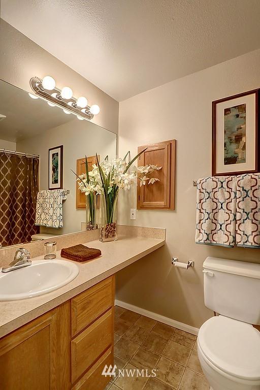 Sold Property | 8820 Nesbit Avenue N #302 Seattle, WA 98103 5