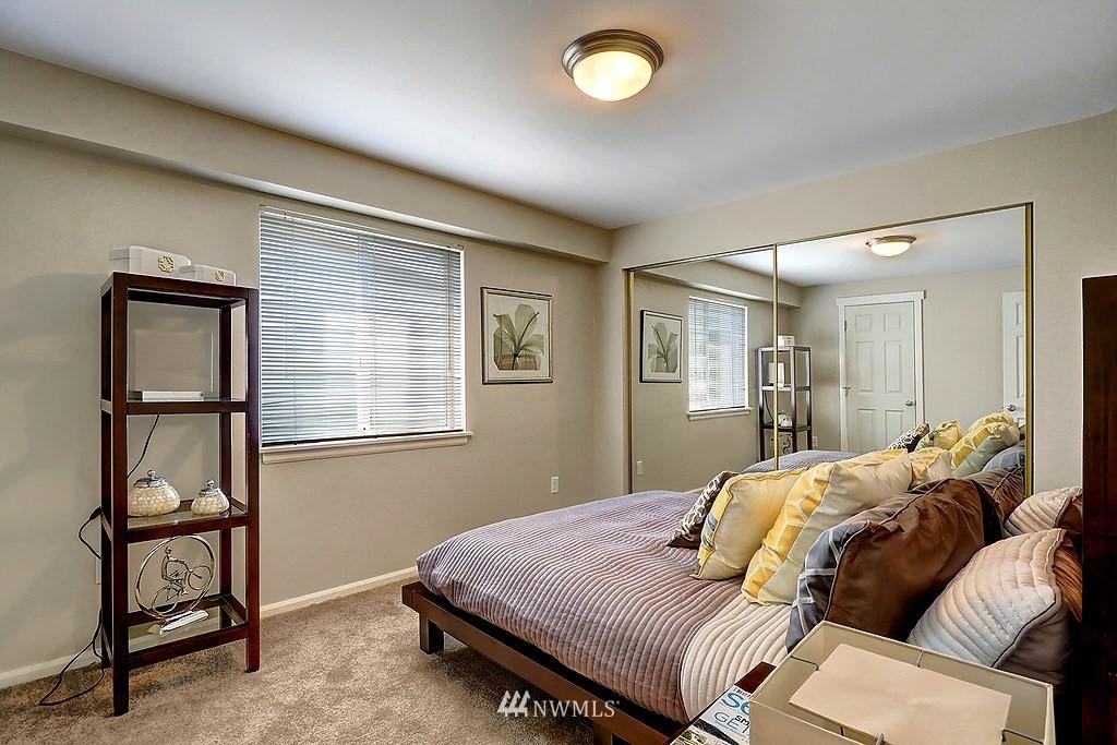 Sold Property | 8820 Nesbit Avenue N #302 Seattle, WA 98103 7