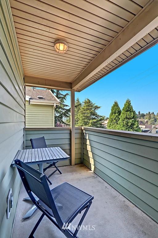 Sold Property | 8820 Nesbit Avenue N #302 Seattle, WA 98103 9