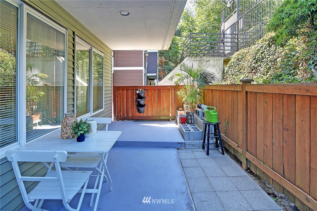 Sold Property | 1311 12th Avenue S #D101 Seattle, WA 98144 5