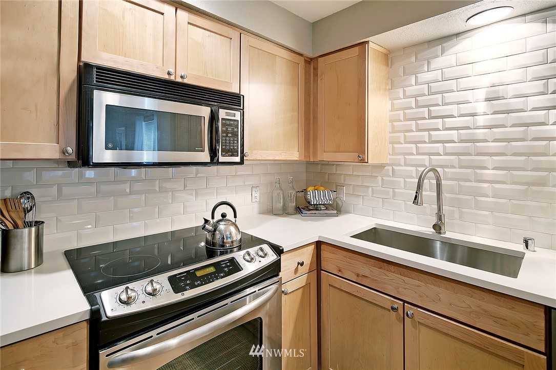 Sold Property | 1311 12th Avenue S #D101 Seattle, WA 98144 8