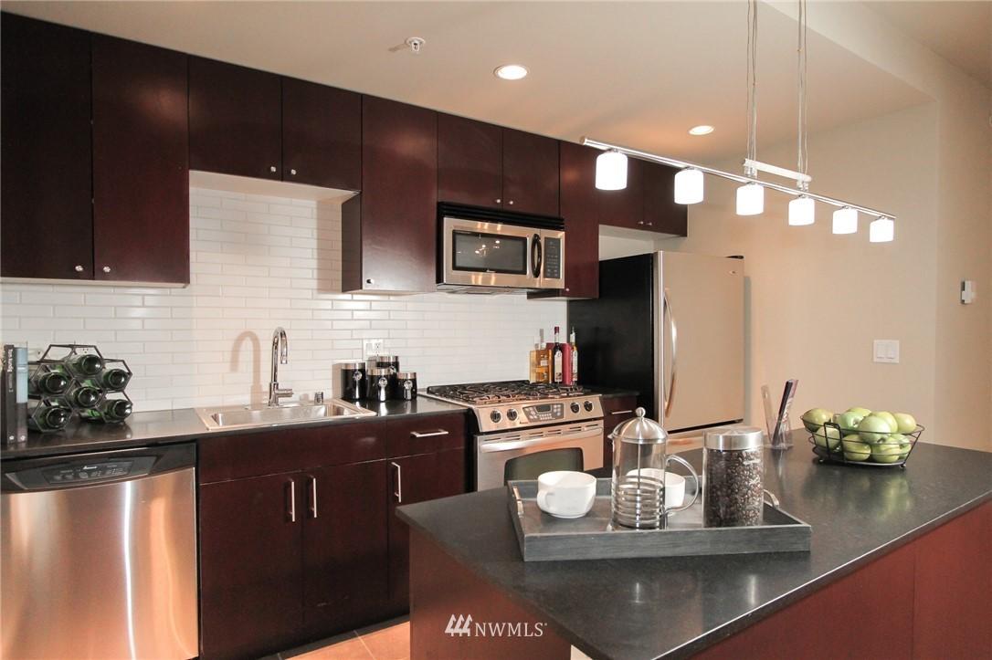 Sold Property | 76 Cedar Street #405 Seattle, WA 98121 3