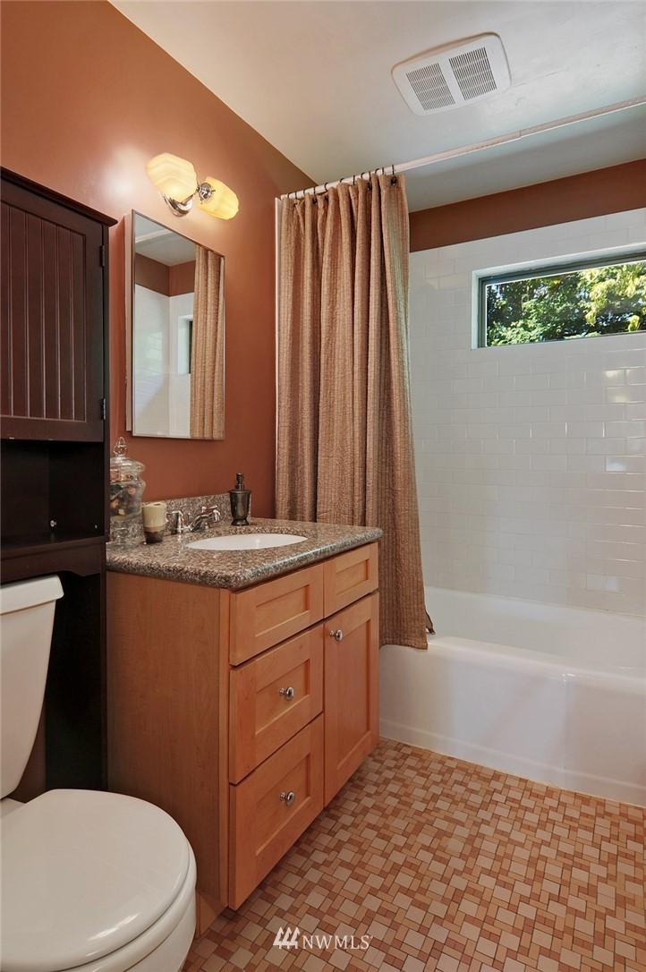 Sold Property   10021 7th Avenue NW #B Seattle, WA 98177 11