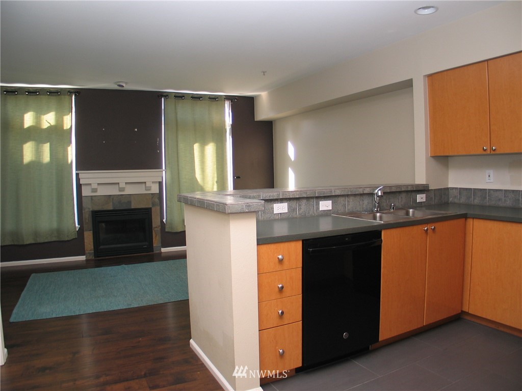 Sold Property | 18 Dravus #203 Seattle, WA 98109 3