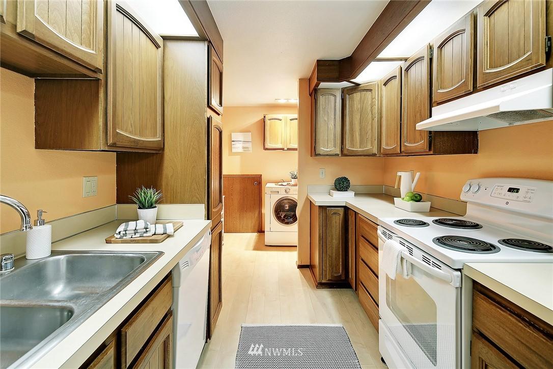 Sold Property   19119 Ballinger Way NE #102 Lake Forest Park, WA 98155 9