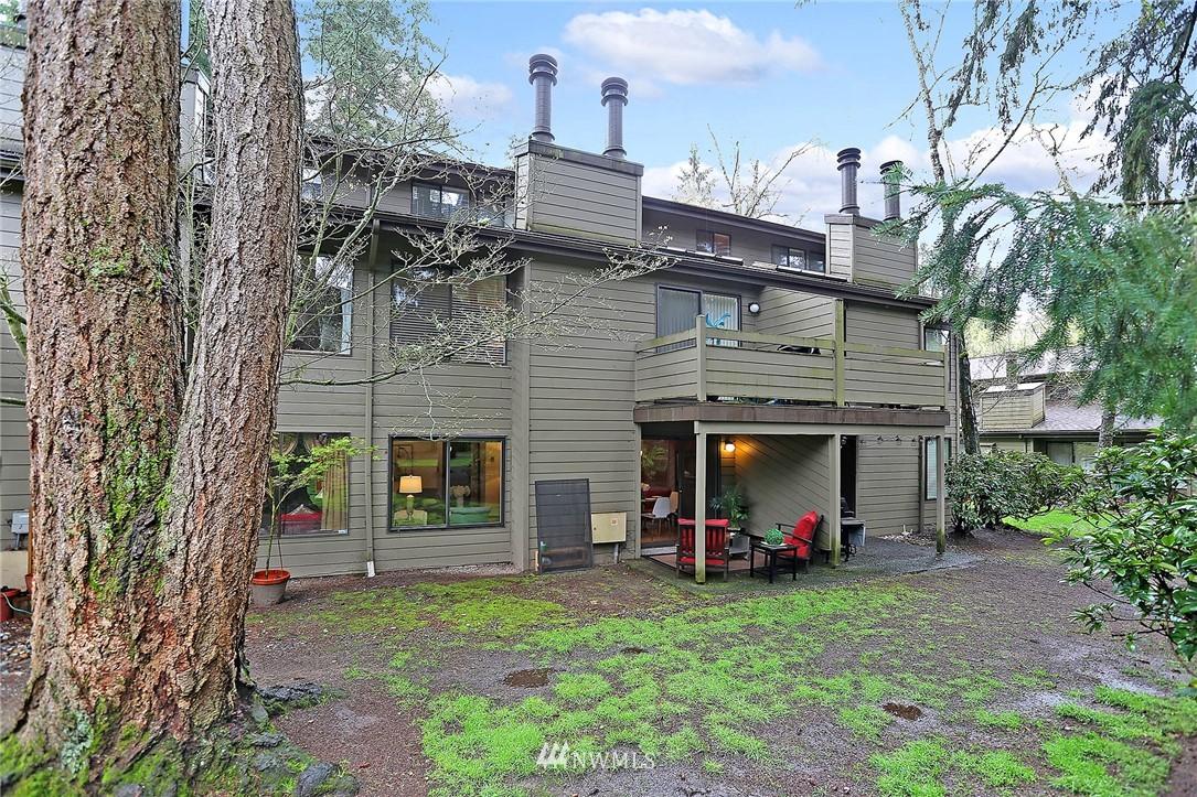 Sold Property   19119 Ballinger Way NE #102 Lake Forest Park, WA 98155 16