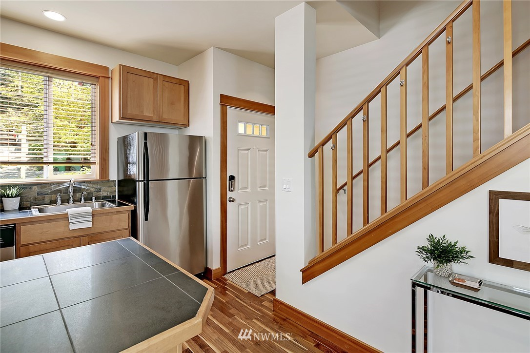 Sold Property | 9151 23rd Avenue NE Seattle, WA 98115 4