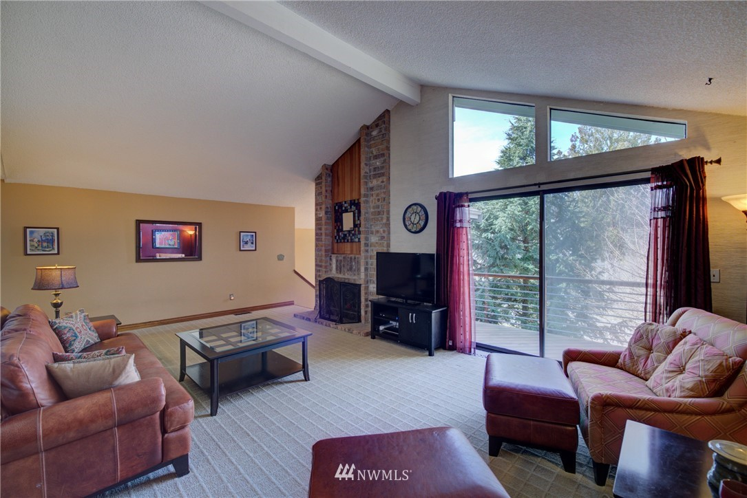 Sold Property | 740 Kalmia Place NW Issaquah, WA 98027 4