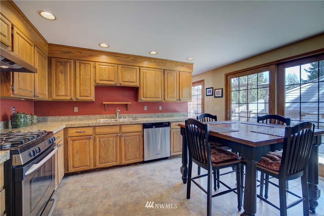 Sold Property | 740 Kalmia Place NW Issaquah, WA 98027 6