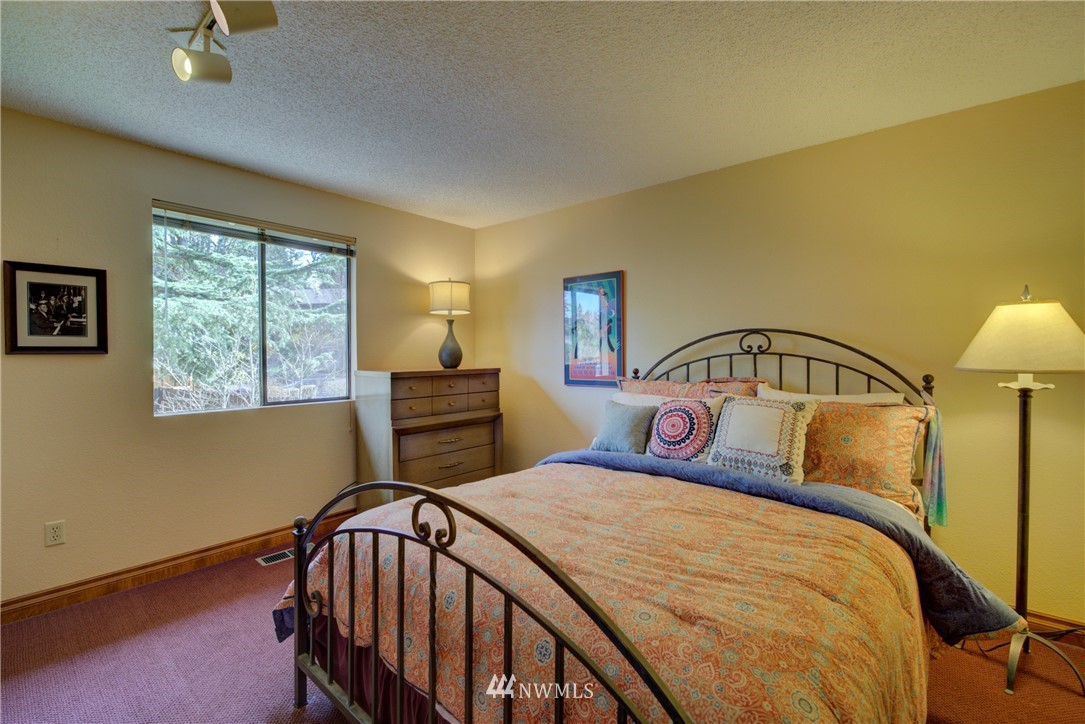 Sold Property | 740 Kalmia Place NW Issaquah, WA 98027 12