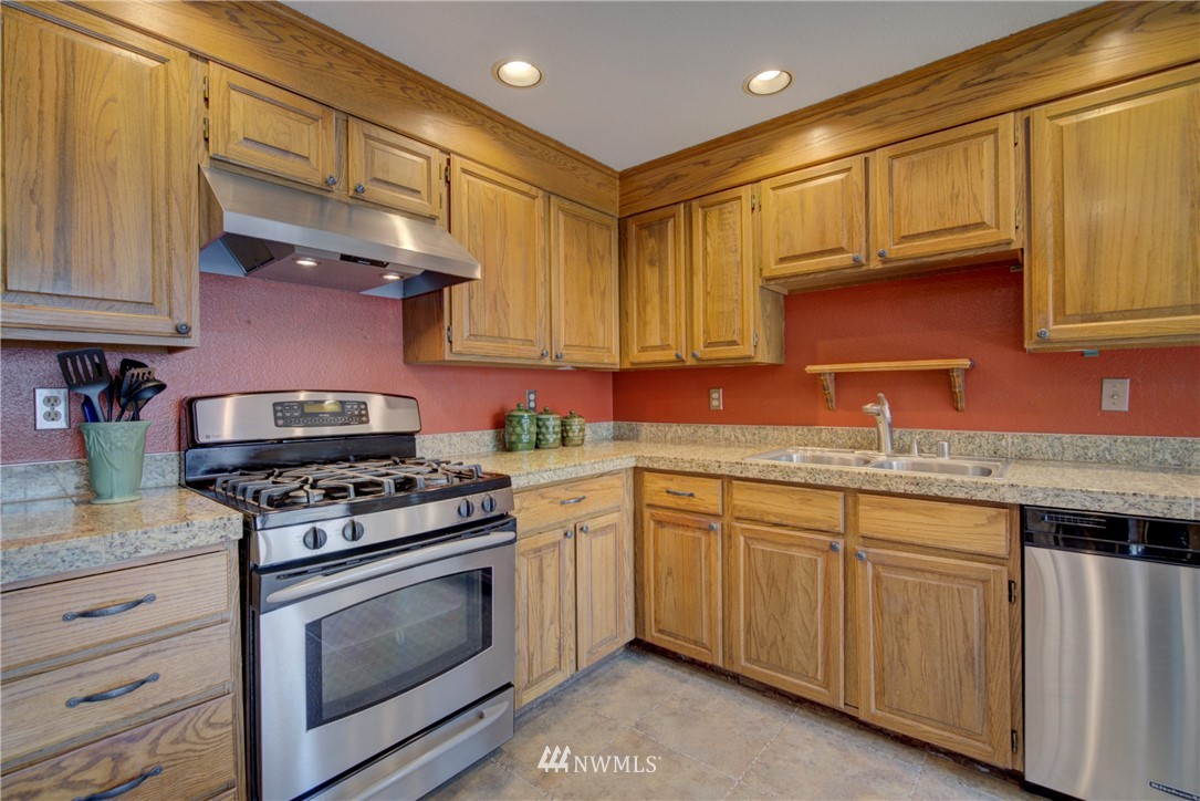 Sold Property | 740 Kalmia Place NW Issaquah, WA 98027 8