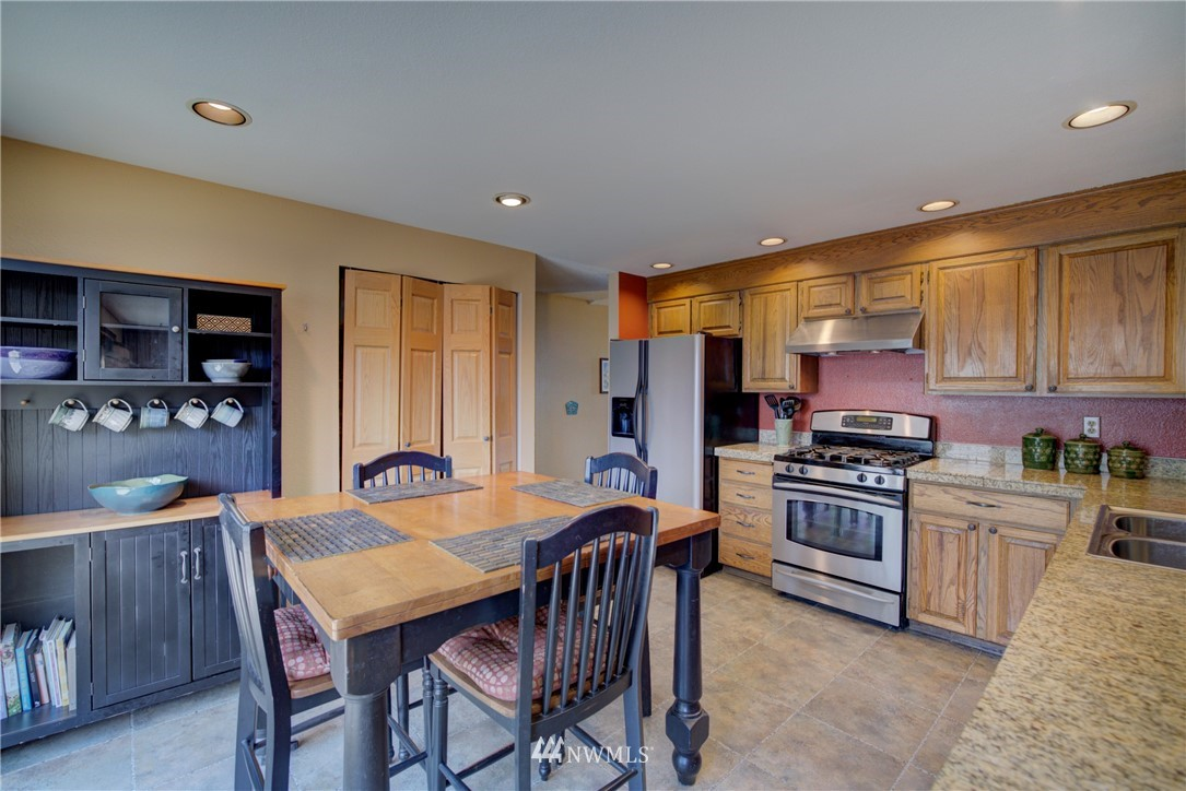 Sold Property | 740 Kalmia Place NW Issaquah, WA 98027 7