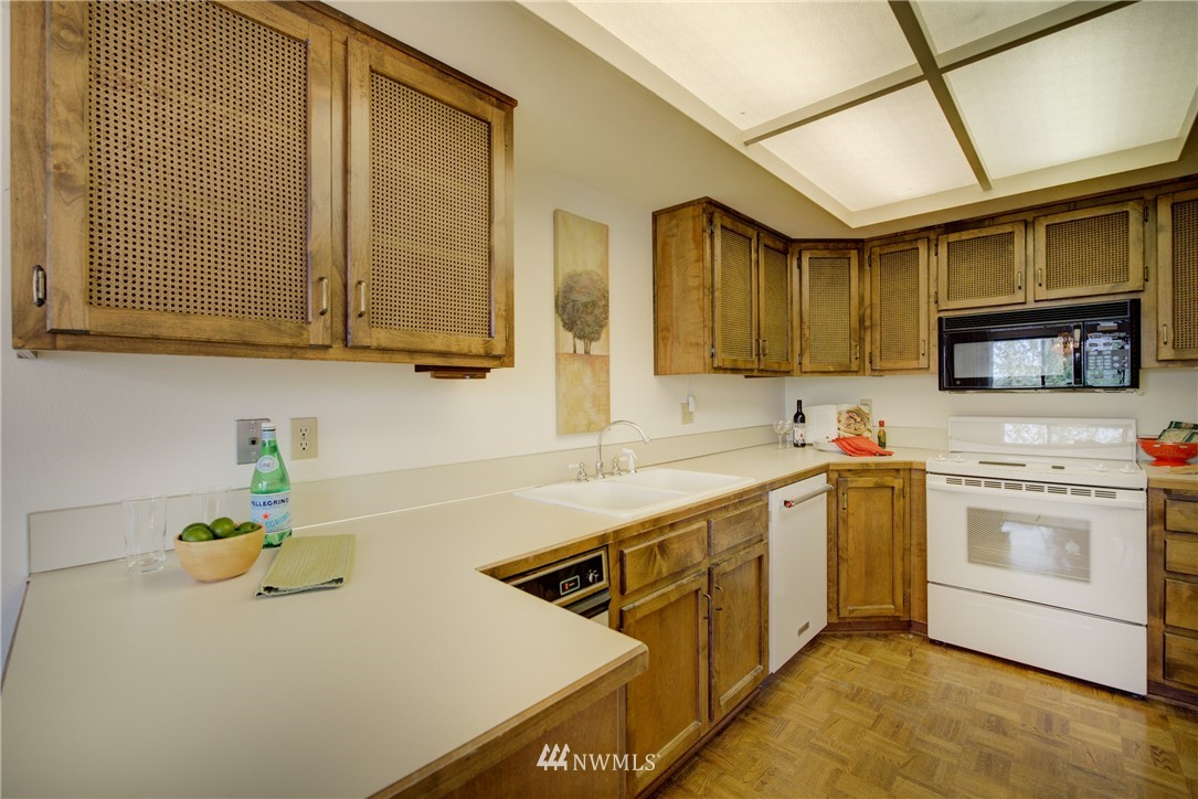 Sold Property | 6300 Sand Point Way NE #302 Seattle, WA 98115 9