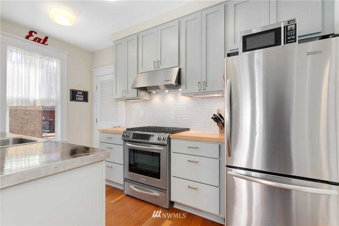 Sold Property | 4420 Dayton Avenue N #4 Seattle, WA 98103 4