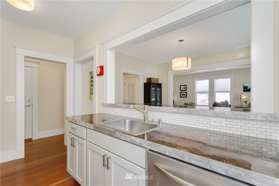 Sold Property | 4420 Dayton Avenue N #4 Seattle, WA 98103 6