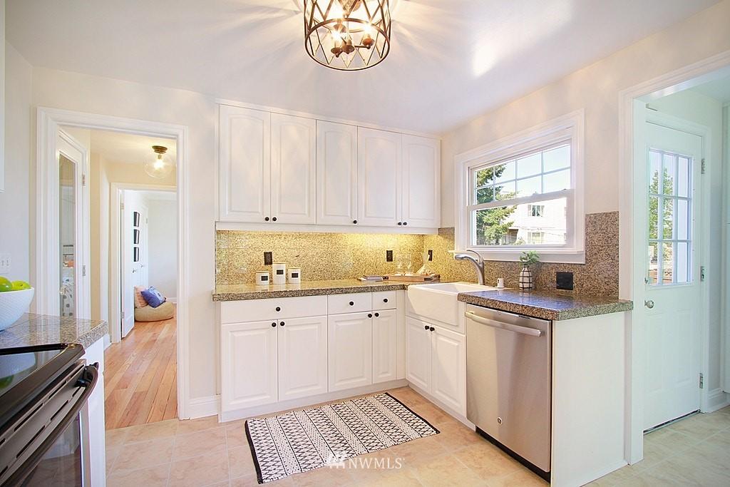 Sold Property   7002 34th Avenue NE Seattle, WA 98115 8