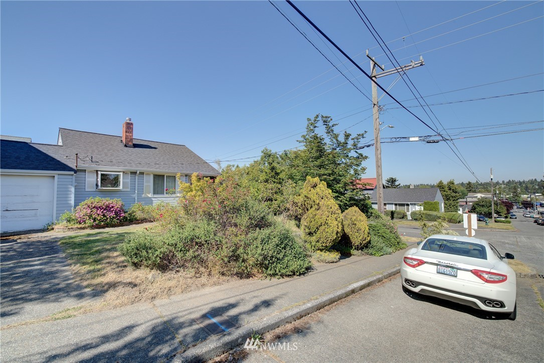 Sold Property   752 N 92nd Street Seattle, WA 98103 9