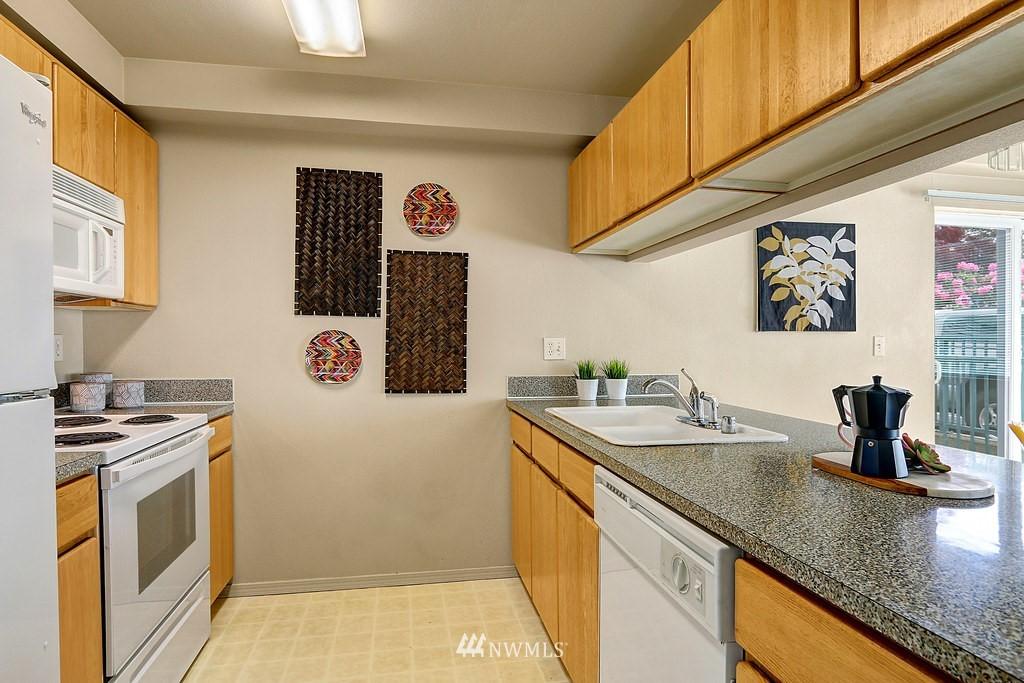 Sold Property | 1818 18th Avenue #101 Seattle, WA 98122 4