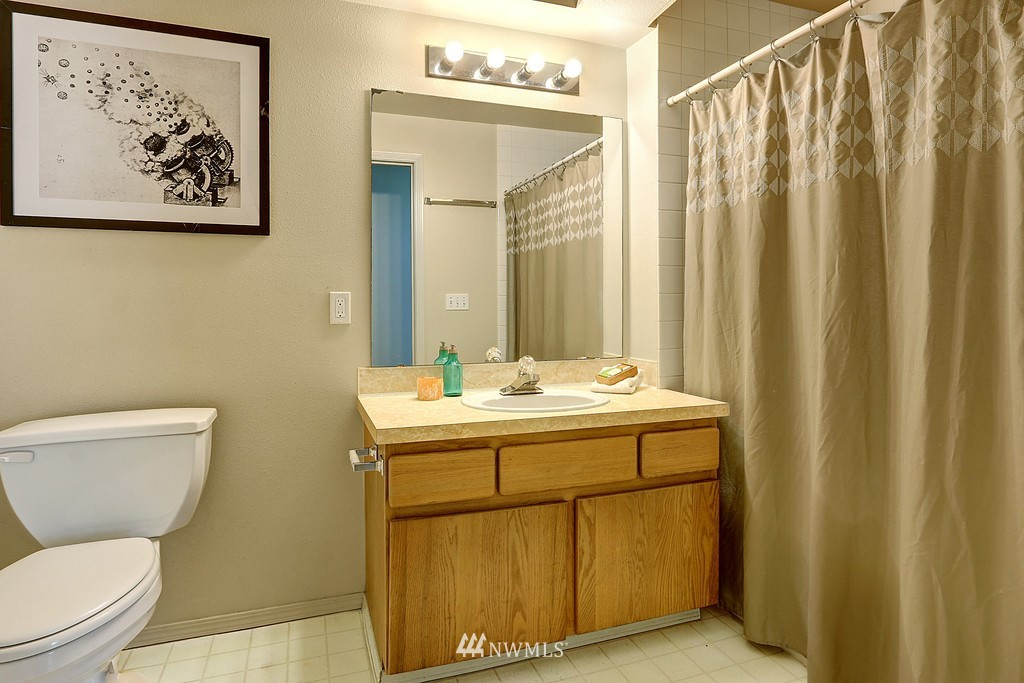 Sold Property | 1818 18th Avenue #101 Seattle, WA 98122 7