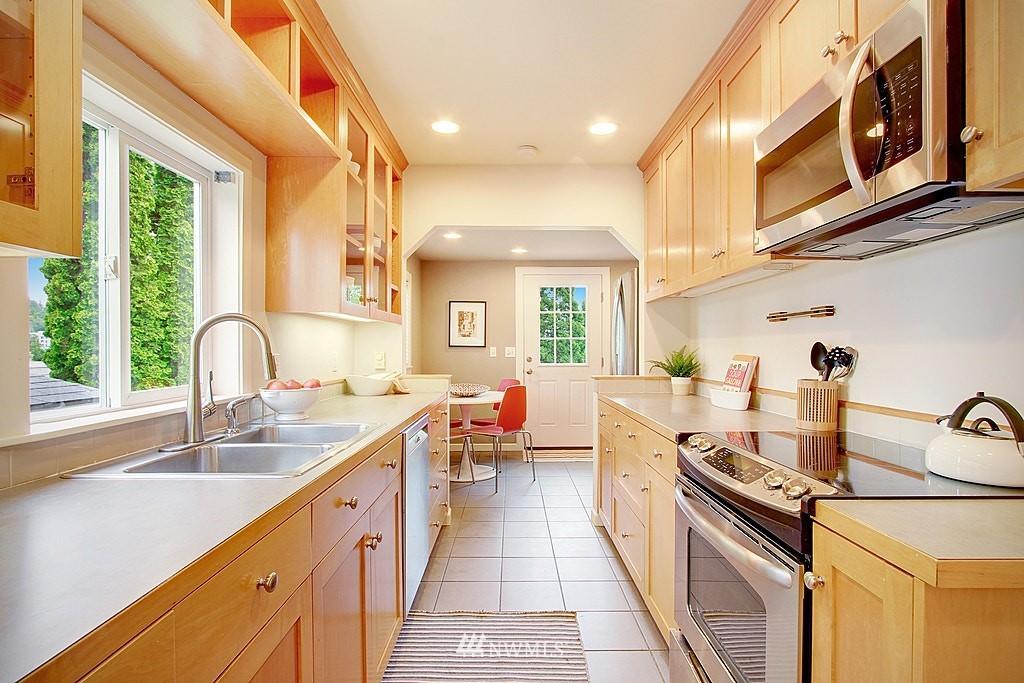 Sold Property | 2750 NE 103rd Street Seattle, WA 98125 5