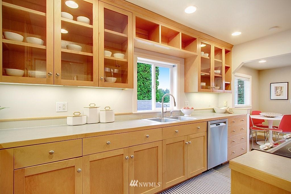 Sold Property | 2750 NE 103rd Street Seattle, WA 98125 6