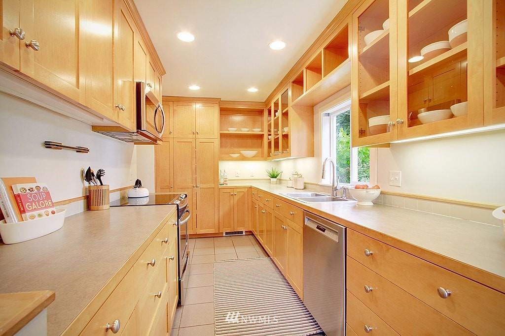 Sold Property | 2750 NE 103rd Street Seattle, WA 98125 7