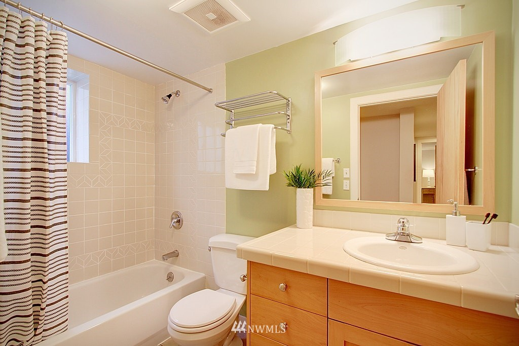 Sold Property | 2750 NE 103rd Street Seattle, WA 98125 15