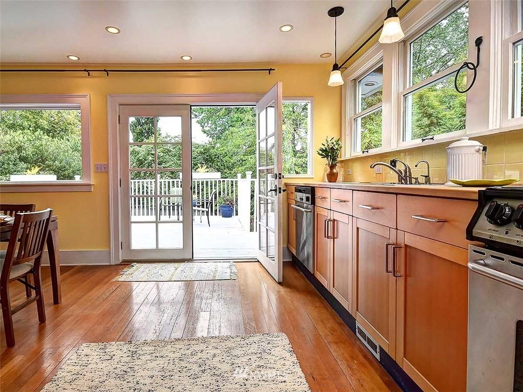 Sold Property | 522 N 68th Street Seattle, WA 98103 6