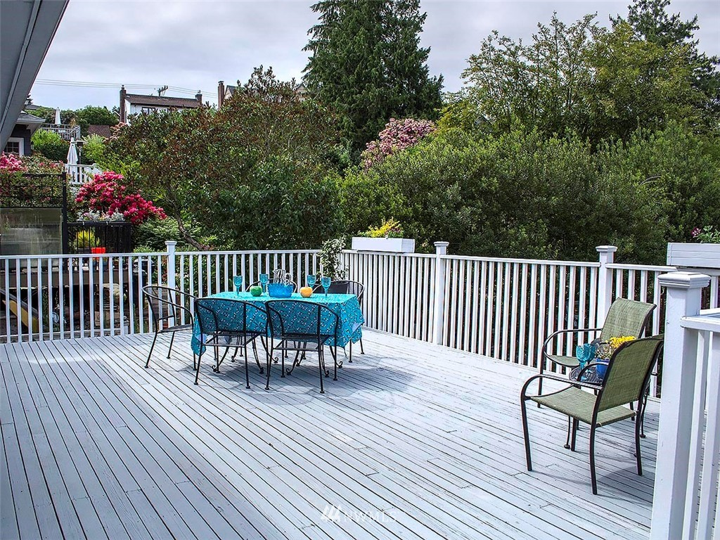 Sold Property | 522 N 68th Street Seattle, WA 98103 10
