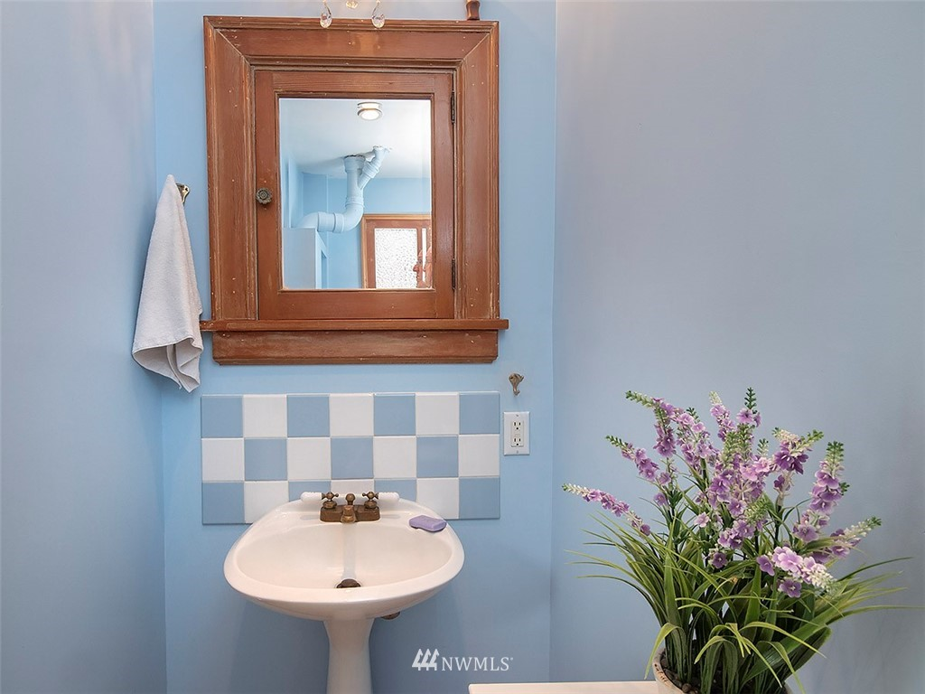 Sold Property | 522 N 68th Street Seattle, WA 98103 14