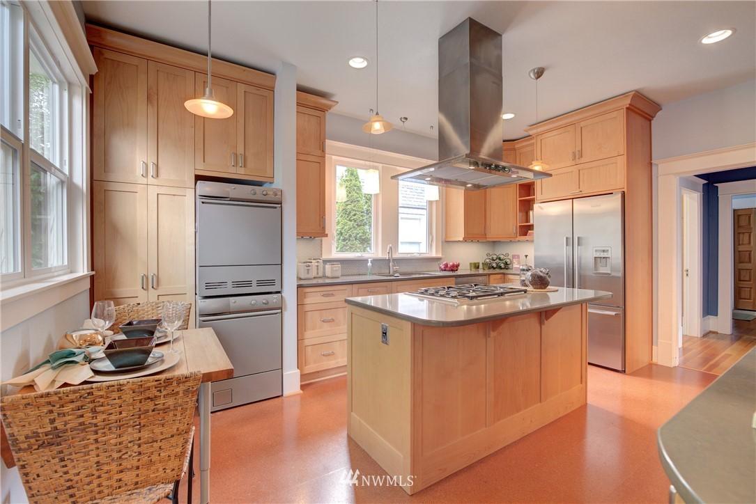 Sold Property | 7539 1st Avenue NE Seattle, WA 98115 7