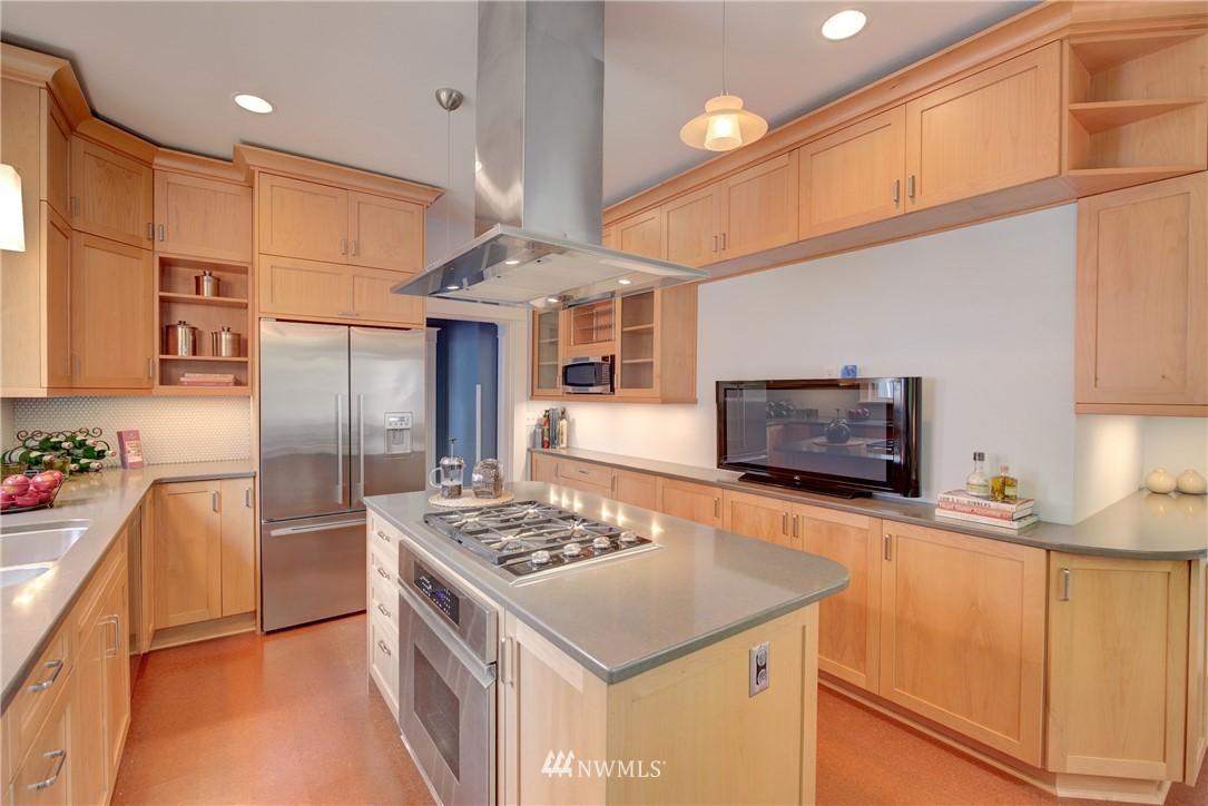 Sold Property | 7539 1st Avenue NE Seattle, WA 98115 8