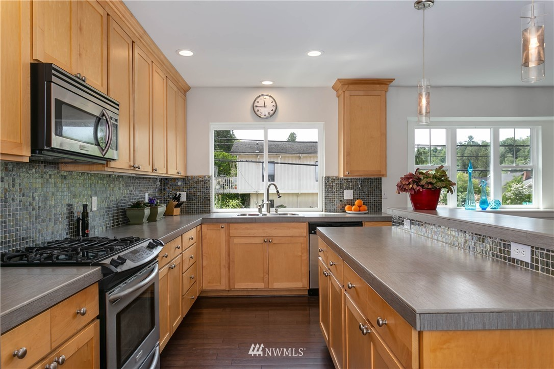Sold Property | 5236 25th Avenue SW Seattle, WA 98106 9