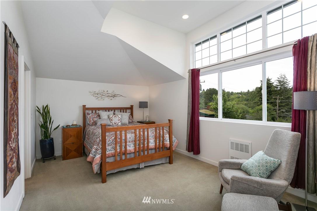 Sold Property | 5236 25th Avenue SW Seattle, WA 98106 12