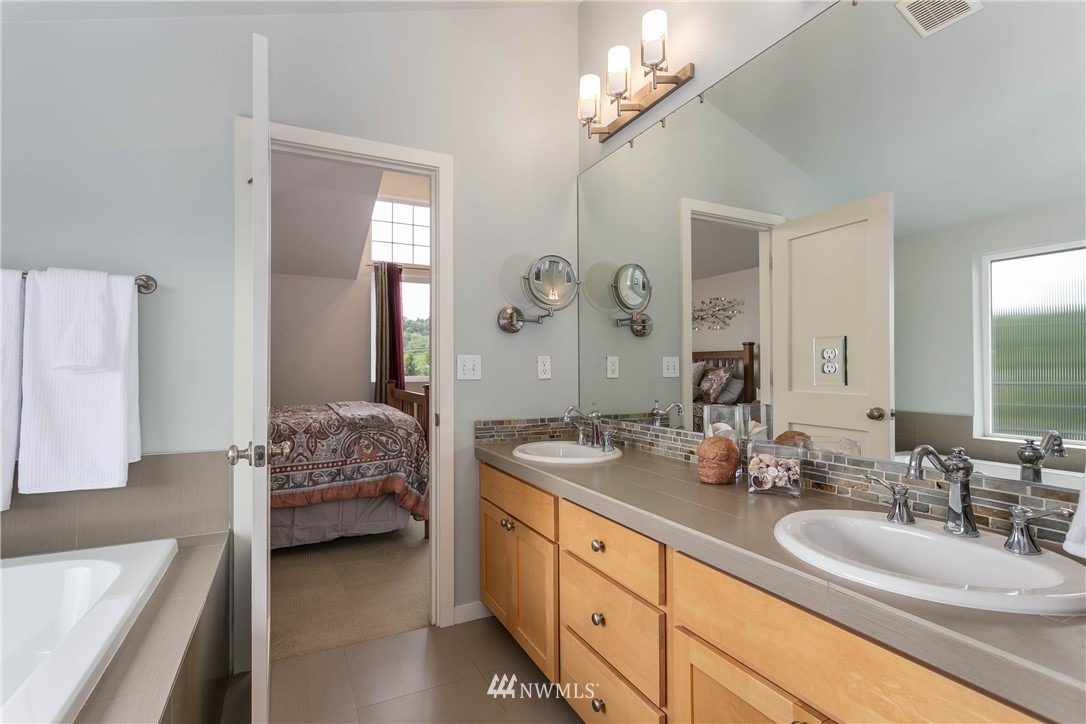 Sold Property | 5236 25th Avenue SW Seattle, WA 98106 14