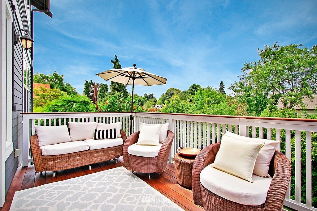 Sold Property | 4537 49th Avenue NE Seattle, WA 98105 8