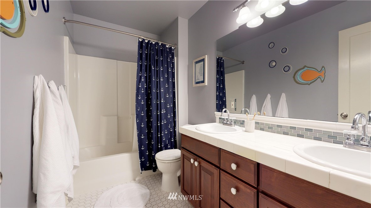 Sold Property | 4537 49th Avenue NE Seattle, WA 98105 17