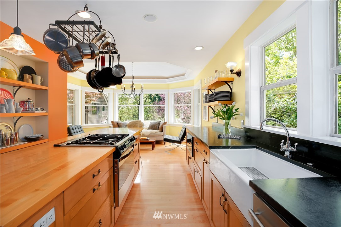 Sold Property | 2283 NE 60th Street Seattle, WA 98115 6