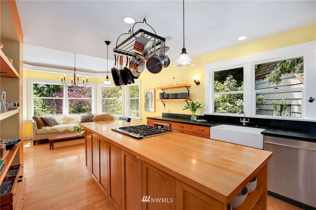Sold Property | 2283 NE 60th Street Seattle, WA 98115 7