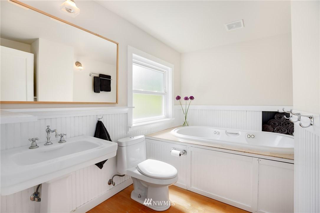 Sold Property | 2283 NE 60th Street Seattle, WA 98115 13