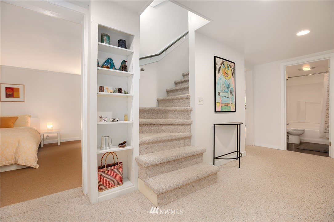 Sold Property | 2283 NE 60th Street Seattle, WA 98115 16
