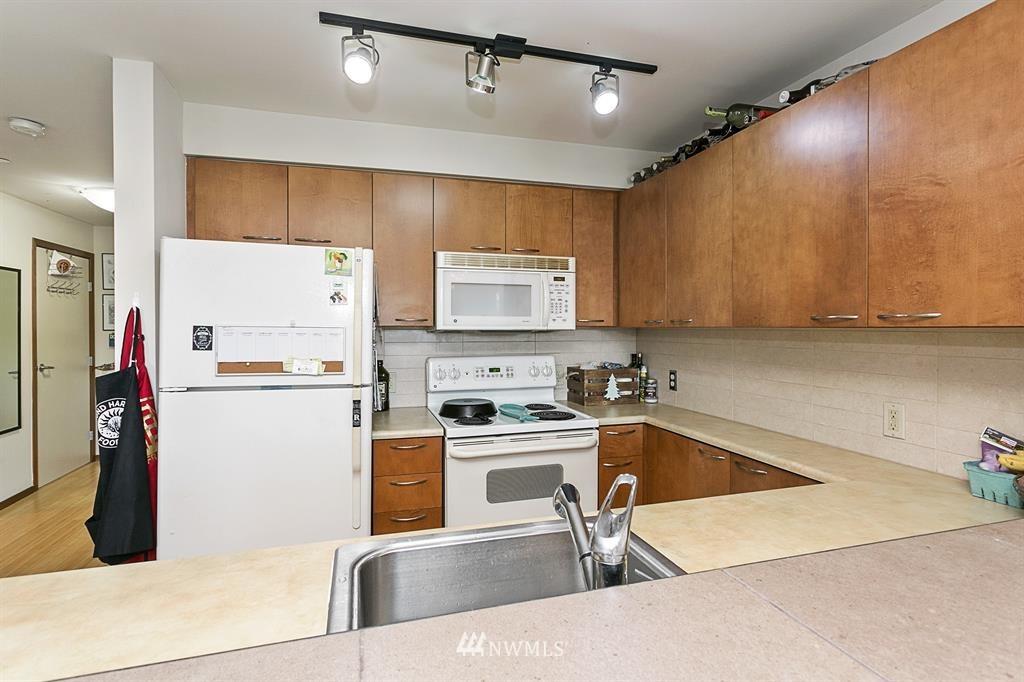Sold Property | 12334 31st Avenue NE #504 Seattle, WA 98125 7